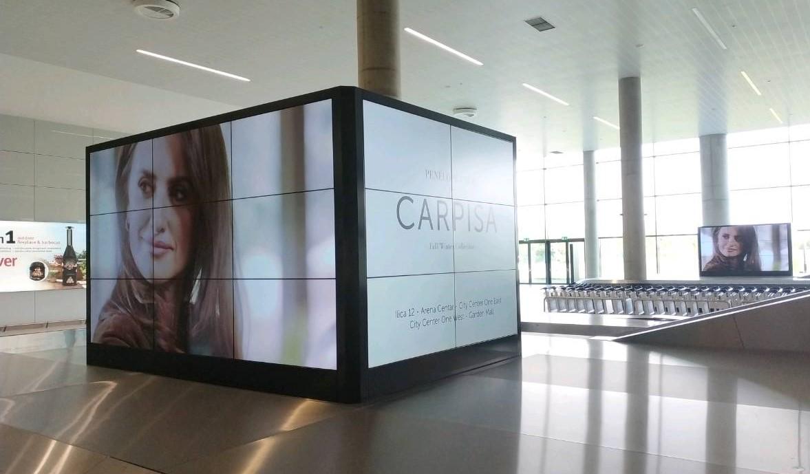 spettacolare colonna digital aeroporto di Zagabria