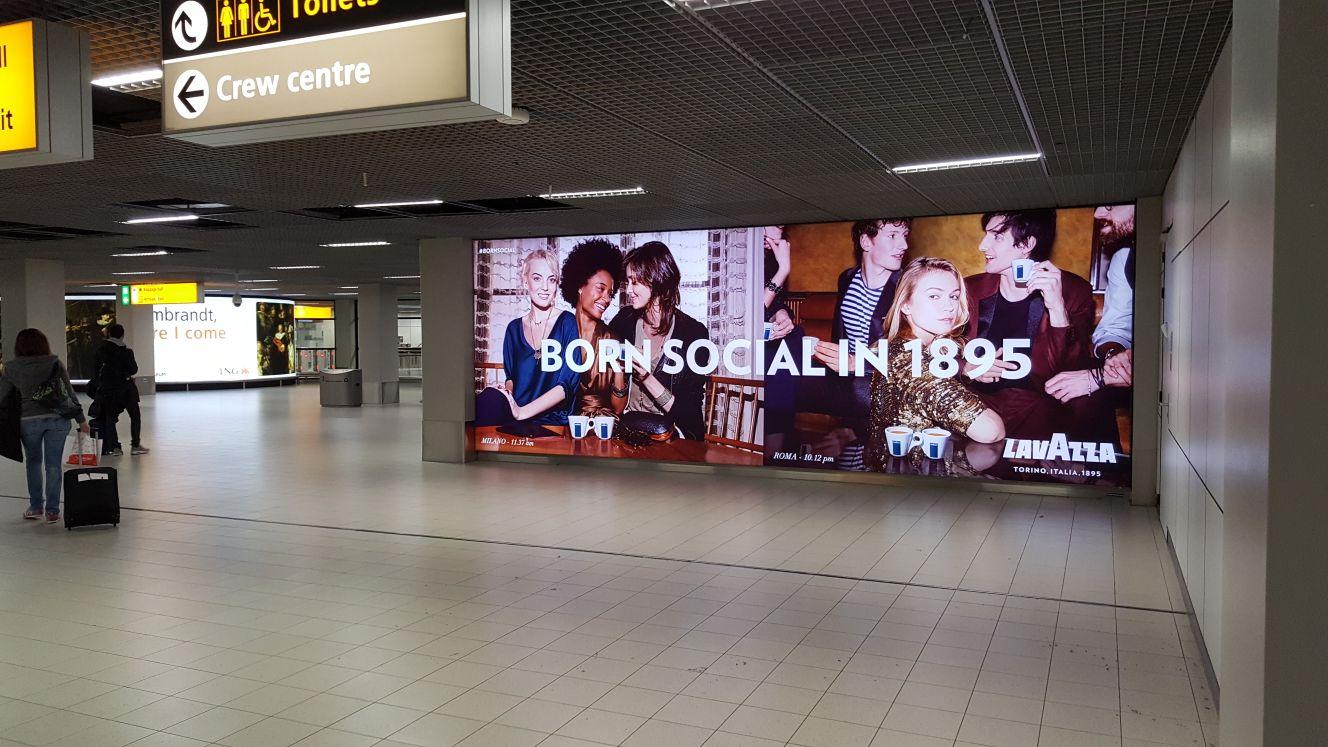 cartellone pubblicitario presso l'aeroporto di Amsterdam